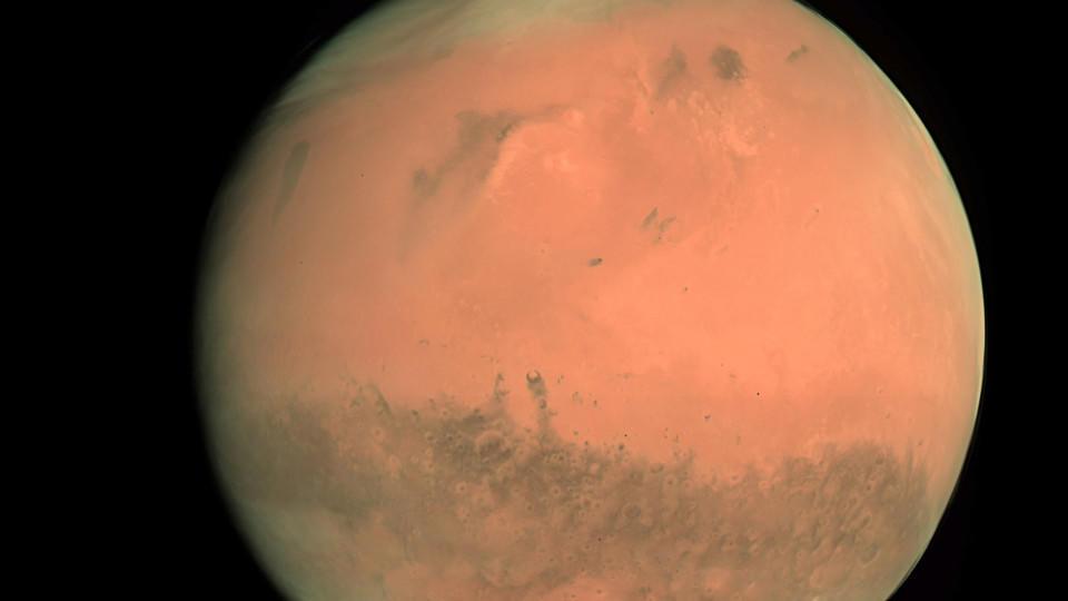ARCHIV - Die Aufnahme der Europäischen Weltraumagentur ESA/ESOC zeigt den Planeten Mars (Archivaufnahme vom 24.02.2007). Der deutsche Bundeswehr-Hauptmann Oliver Knicke ist einer von sechs Personen, die in der russischen Hauptstadt an einer simuliert