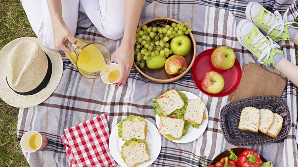 """Ein schönes Picknick - mit allem, was man essen mag. Nicht nur am """"Iss was du willst-Tag"""" eine schöne Idee!"""
