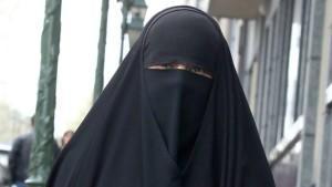 Frankreich darf an seinem Burka-Verbot festhalten