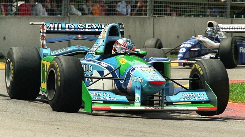 ARCHIV - Beim Saisonfinale der Formel 1 am 13.11.1994 im australischen Adelaide liefern sich die beiden Titelanwärter Michael Schumacher von Benetton-Ford (vorn) und Damon Hill von Williams-Renault vom Start weg einen erbitterten Kampf. Schumacher be