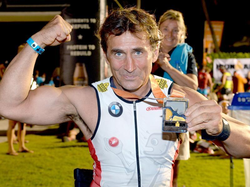 Alessandro Zanardi war nach dem Ironman auf Hawaii überglücklich. Foto: Fabio Bozzani/BMWGroup