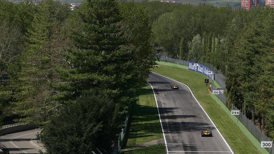 Beim Rennen in Imola werden die Fahrer Bäume, aber keine Zuschauer sehen