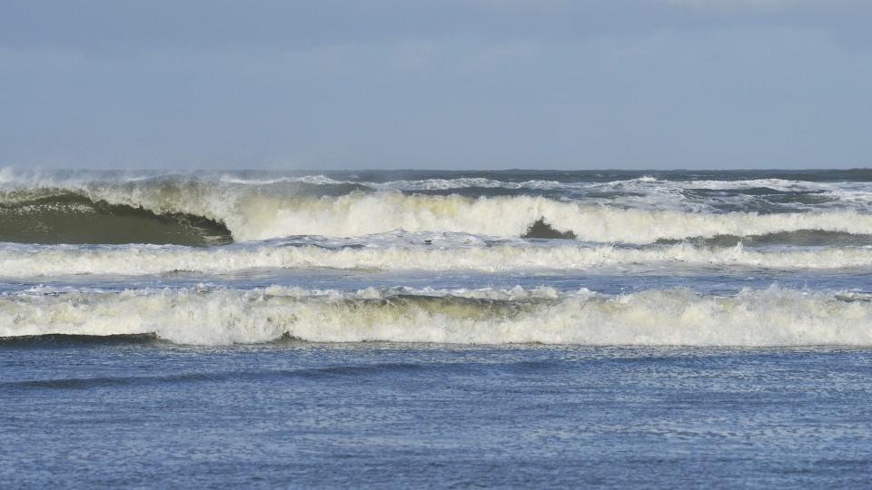 familie-auf-sandbank-in-nordsee-von-steigendem-wasser-eingeschlossen