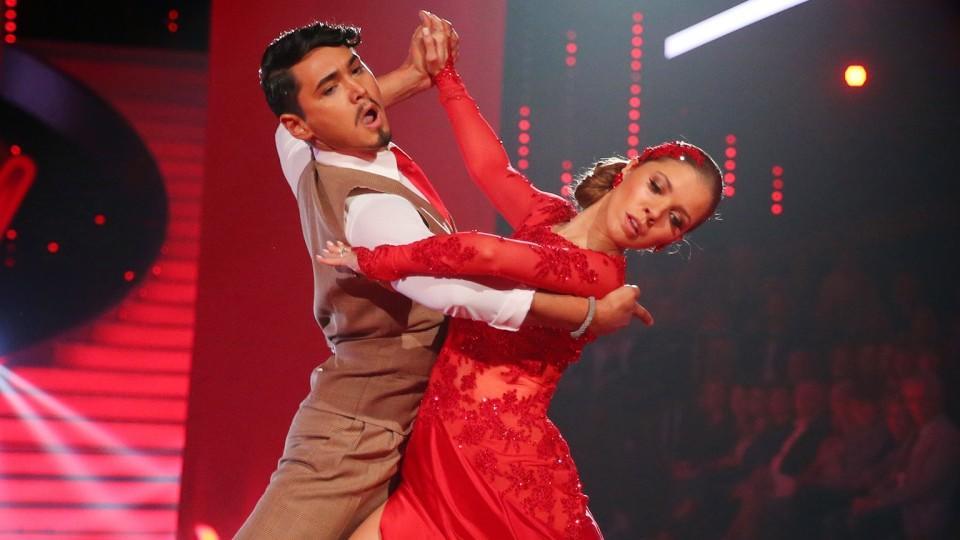 """Victoria Swarovski tanzt mit Erich Klann in der siebten Liveshow von """"Let's Dance"""" einen Tango."""