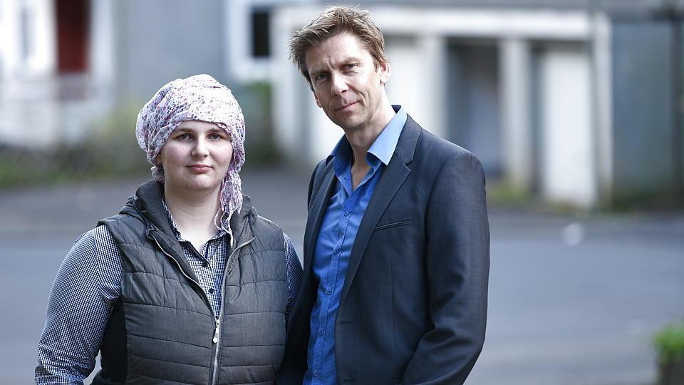 Birgit R. aus Leipzig und RTL-Reporter Wolfram Kuhnigk.
