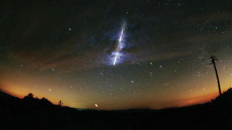 diesen-meteor-aus-dem-leoniden-schwarm-zeigte-die-nasa-im-jahr-2000-die-leoniden-sind-die-schnellsten-sternschnuppen-der-groen-meteorschauer