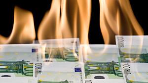 CDU-Gesundheitspolitiker Jens Spahn meint, es sei sinnvoller, Prämien an Versicherte auszuschütten als es für ein Prozent Zinsen mit Wertverlust anzulegen.
