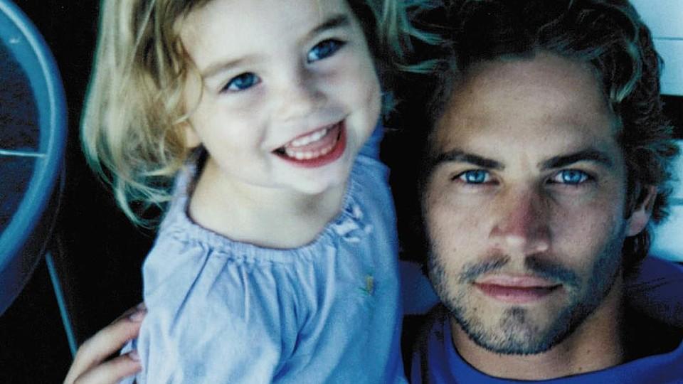 Die kleine Meadow mit mit ihrem verstorbenen Vater Paul Walker.