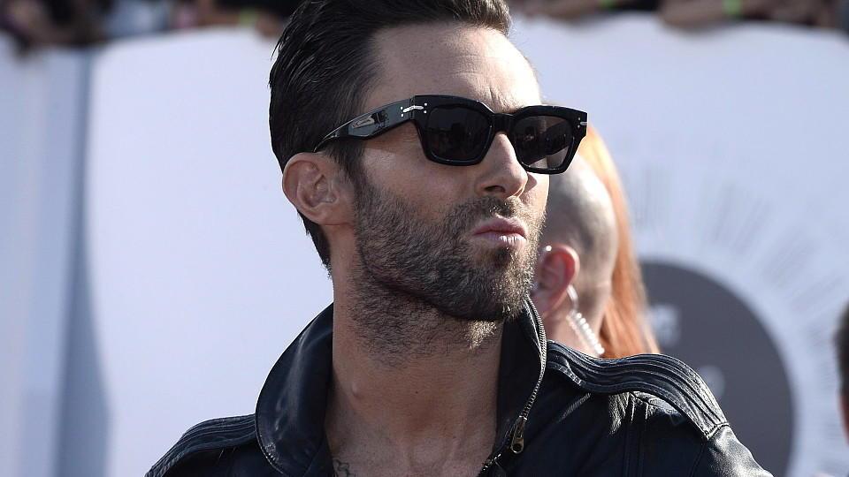 Adam Levine tut alles für seine Schönheit