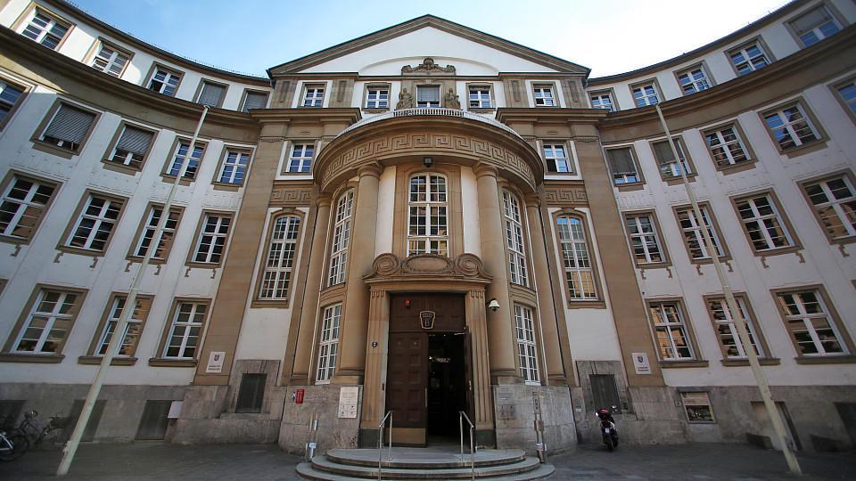 Nach tödlicher Messerattacke: Am Landgericht Frankfurt beginnt am Donnerstag der Prozess gegen einen 33-Jährigen Angeklagten.