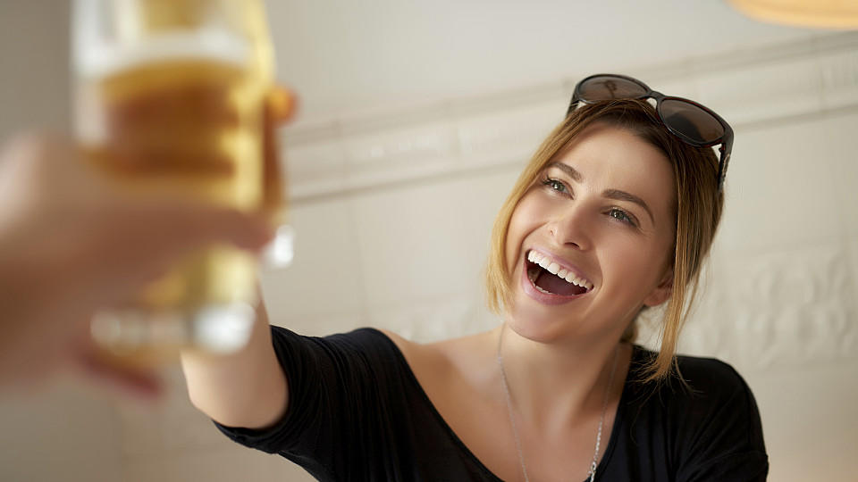 Schönes Lächeln: 8 Tipps zum Lächeln beim Flirten   plattboden-portal.de