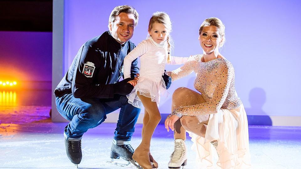 AWZ: Tanja Szewczenko mit Ehemann Norman Jeschke und Tochter Jona