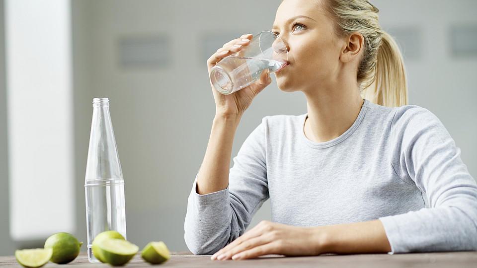 Während der Fastenzeit sollten Sie auf eine ausreichende Flüssigkeitszufuhr achten.