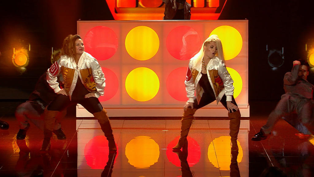 """Dana und Luna Schweiger geben bei der Choreografie zu """"Push It"""" alles."""