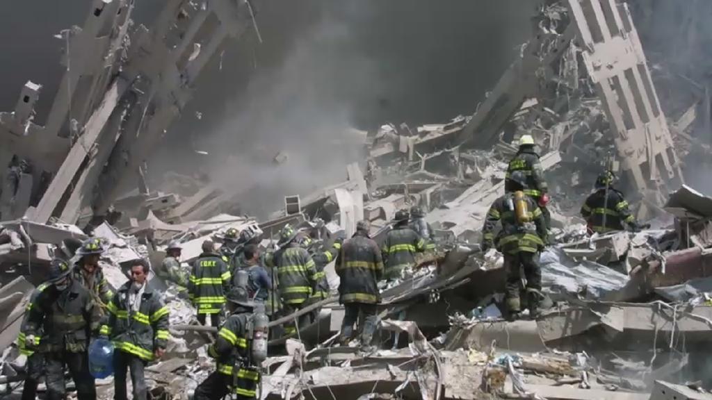 Rettungskräfte in den Trümmern des World Trade Centers am 11. September 2001