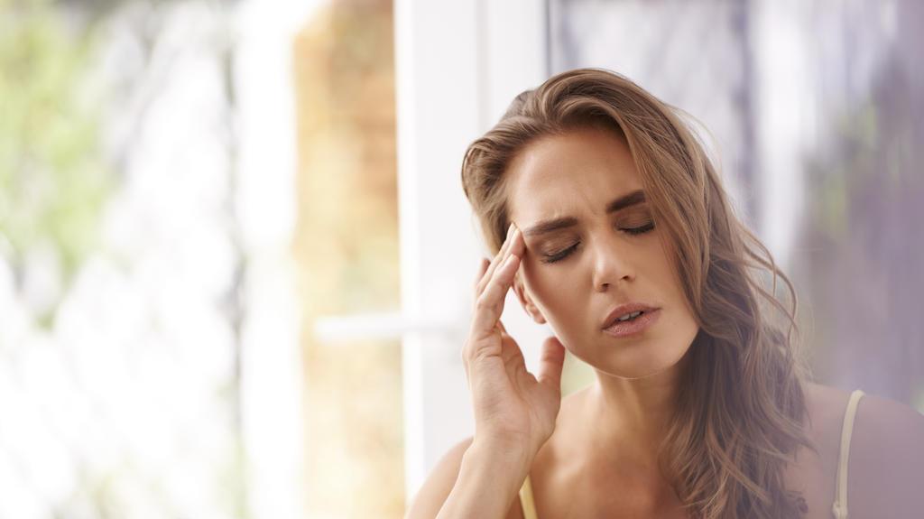 Kopfschmerz ist ein häufiges Symptome von PMS