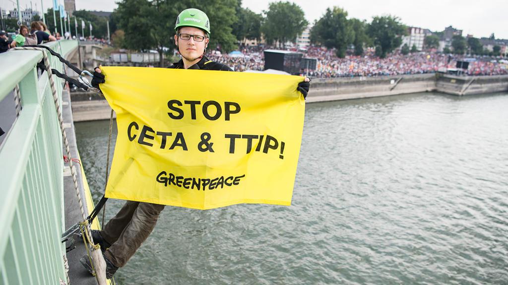 Demonstration gegen TTIP und Ceta in Köln.