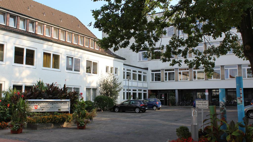 Der Eingang zum Maßregelvollzug in Rehburg-Loccum (Niedersachsen), aufgenommen am 23.09.2016. Bei einem unbegleiteten Freigang soll ein Maßregelvollzugs-Patient aus Rehburg-Loccum eine 23-jährige Frau umgebracht haben. Am 28.09.2016 beginnt vor dem L