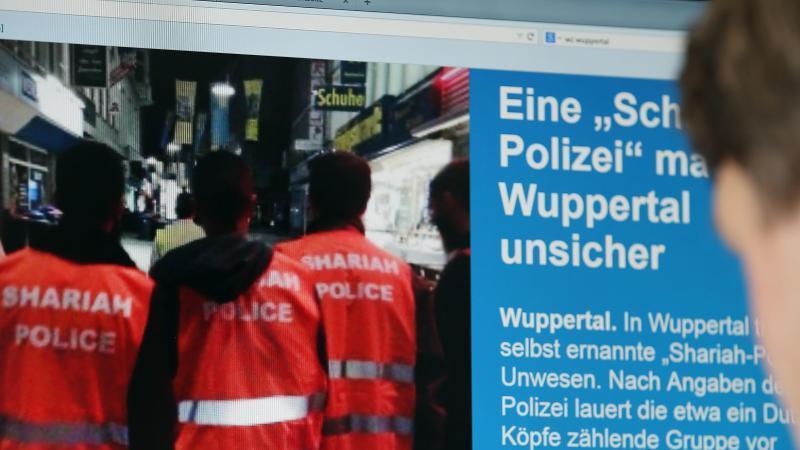Warnwesten mit (falscher) Aufschrift: Scharia-Polizei in Wuppertal