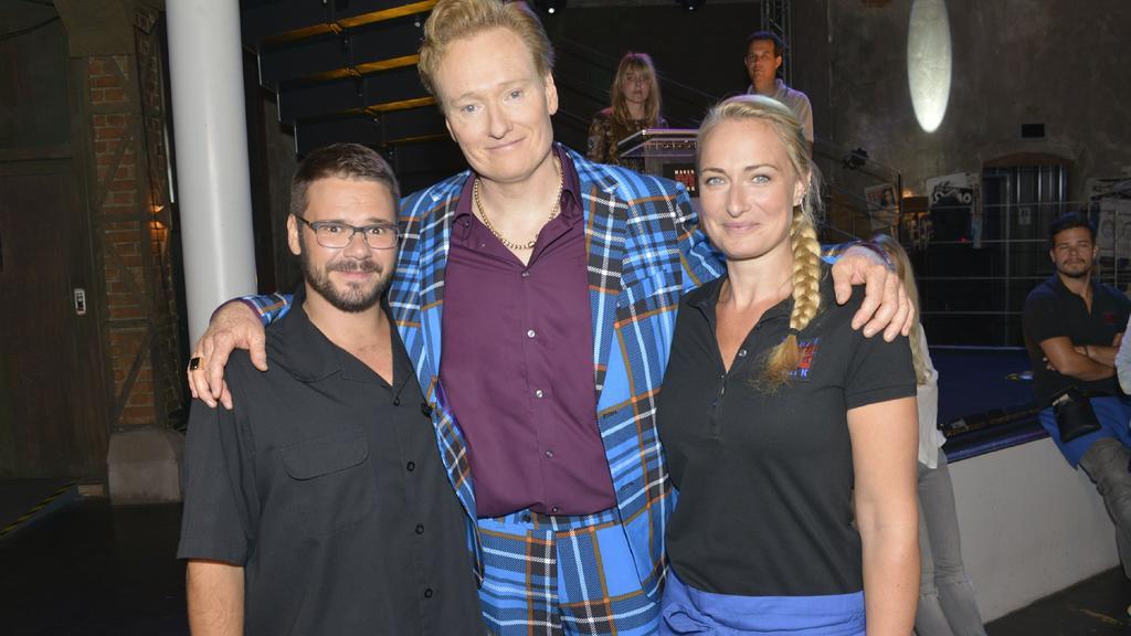 Us-Talkstar Conan O'Brien mit den GZSZ-Schauspielern Thomas Drechsel und Eva Mona Rodekirchen