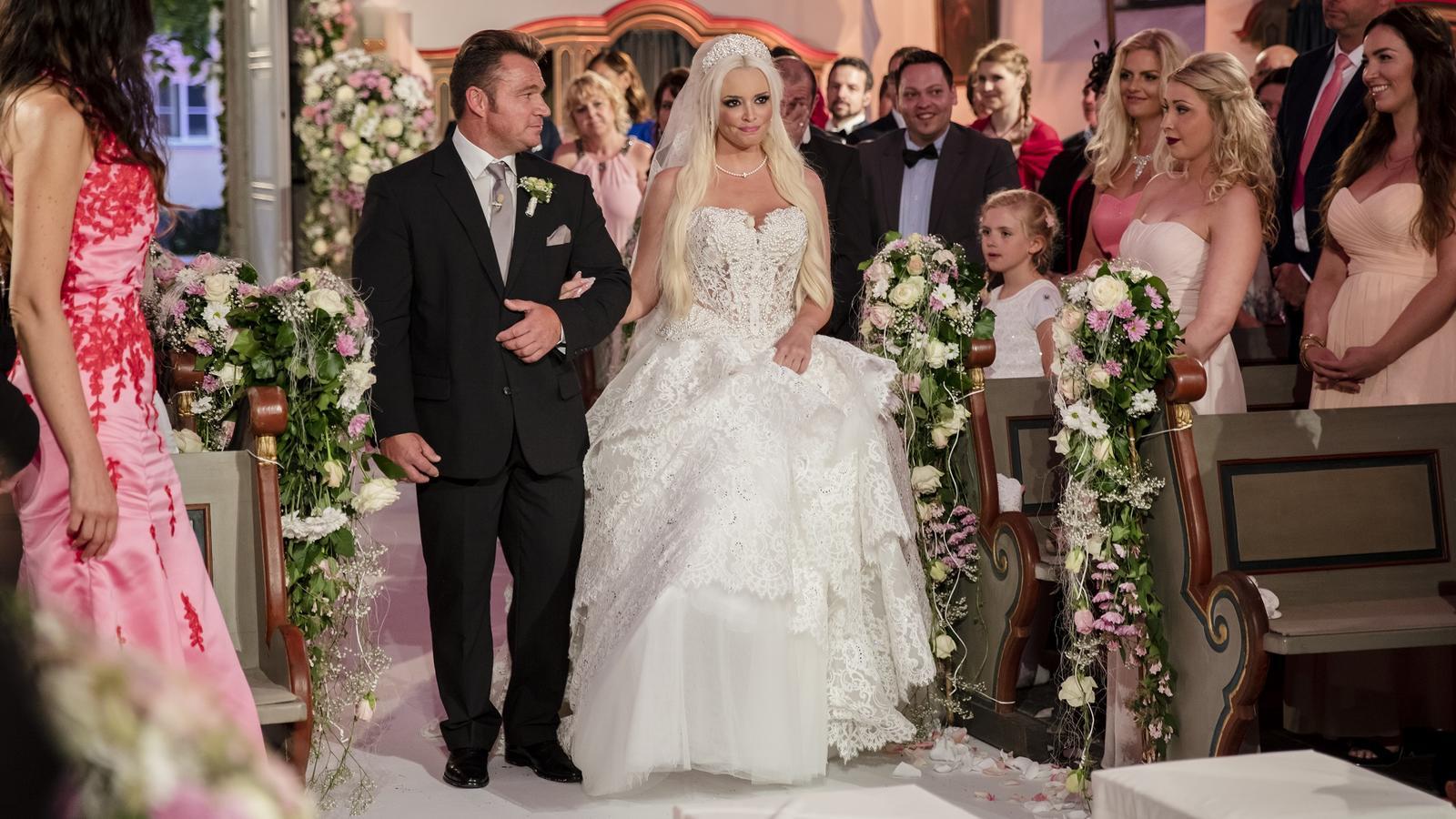 Daniela Katzenberger spendet ihr Hochzeitskleid für den guten Zweck.