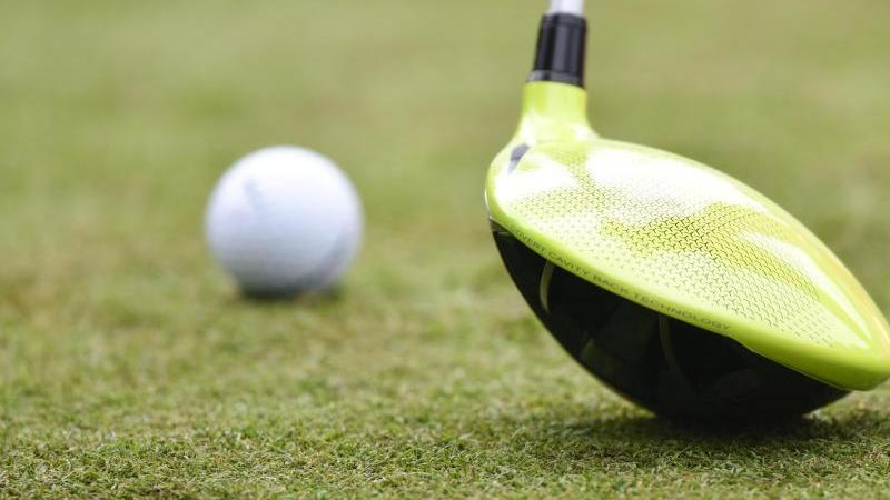 Ein Mann hat einen 13-jährigen Jungen mit seinem Golfschläger niedergeprügelt (Symbolbild).