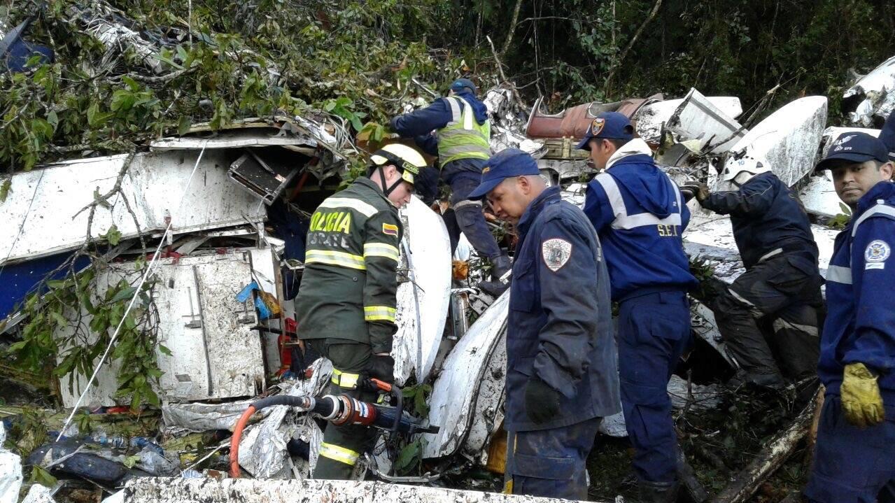 Die bolivianische Regierung entzog LaMia mit sofortiger Wirkung die Lizenz. Zudem wurde die Spitze der nationalen Luftfahrtbehörde für die Zeit der Ermittlungen freigestellt.