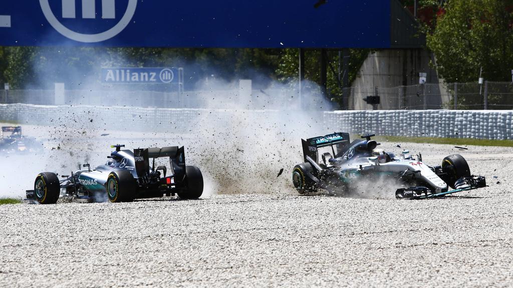 Bilder des Tages - SPORT Formel 1, GP von Spanien, Unfall der beiden Mercedes in der ersten Runde  Circuit de Catalunya, Barcelona, Spain. Sunday 15 May 2016.Nico Rosberg, Mercedes F1 W07 Hybrid and Lewis Hamilton, Mercedes F1 W07 Hybrid make contact