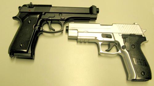Mit einer Softair-Pistole sollen die Jugendlichen mehrere Frauen angegriffen haben. (Symbolbild)