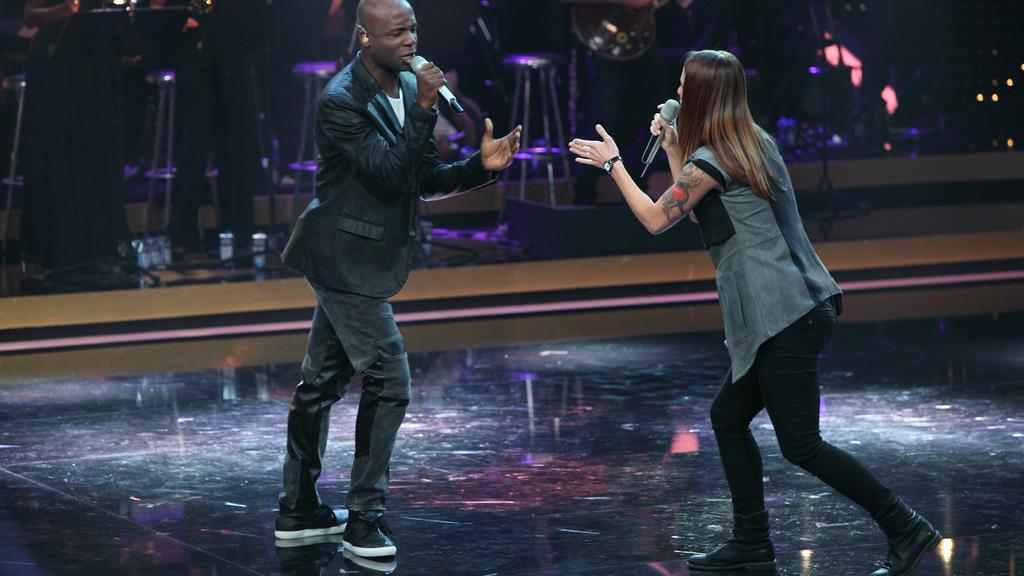 """Comedian Dave Davis und Profisängerin Christina Stürmer bei """"IT TAKES 2""""."""