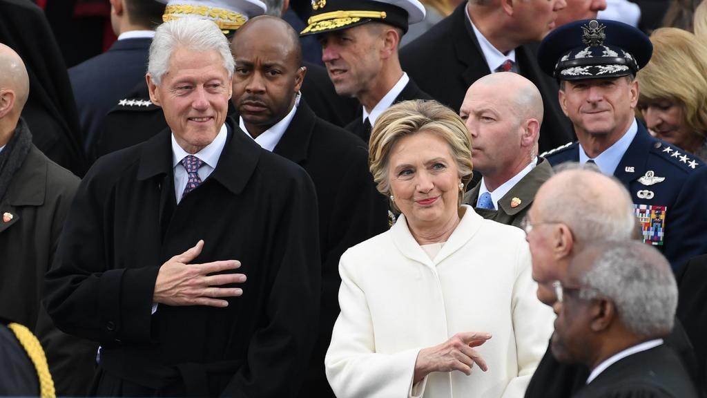 Former President Bill Clinton (L) and Hillary Clinton greet guests at inauguration on January 20, 2017 in Washington, D.C. Donald Trump becomes the 45th President of the United States. PUBLICATIONxINxGERxSUIxAUTxHUNxONLY WAP20170120042 PATxBENICForme