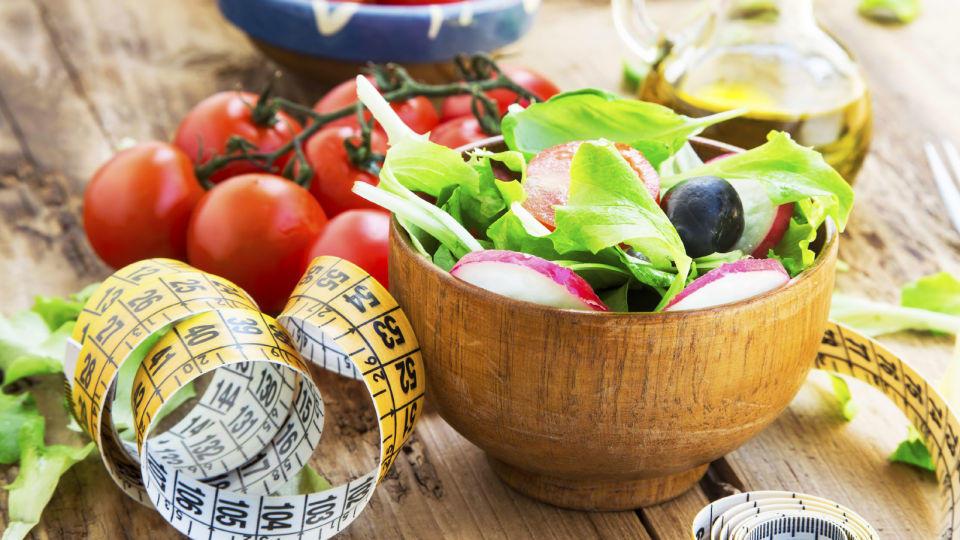 Salatschüssel mit Maßband