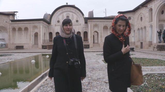Antonia Rados begleitet deutsche Reisegruppe im Iran