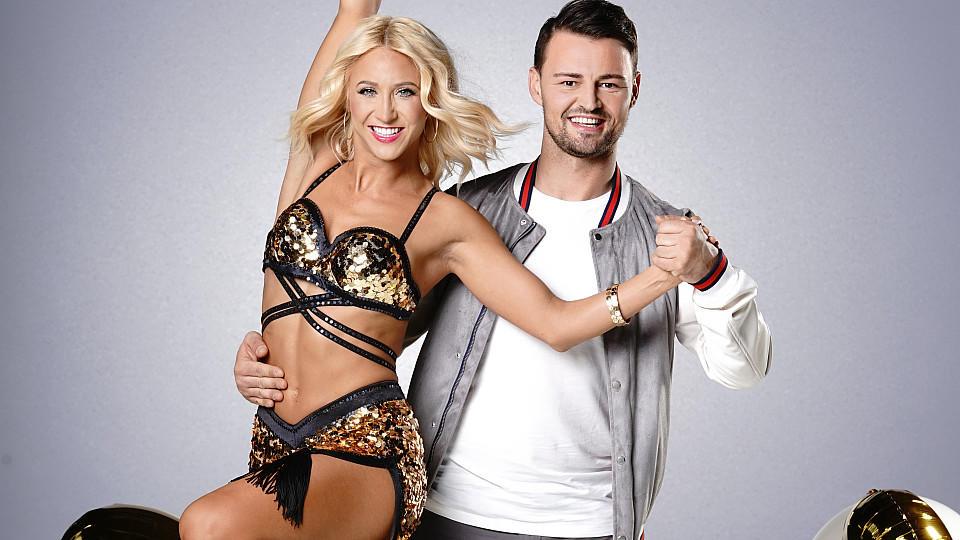 """Heinrich Popow möchte sich gemeinsam mit Kathrin Menzinger den """"Let's Dance""""-Pokal holen."""