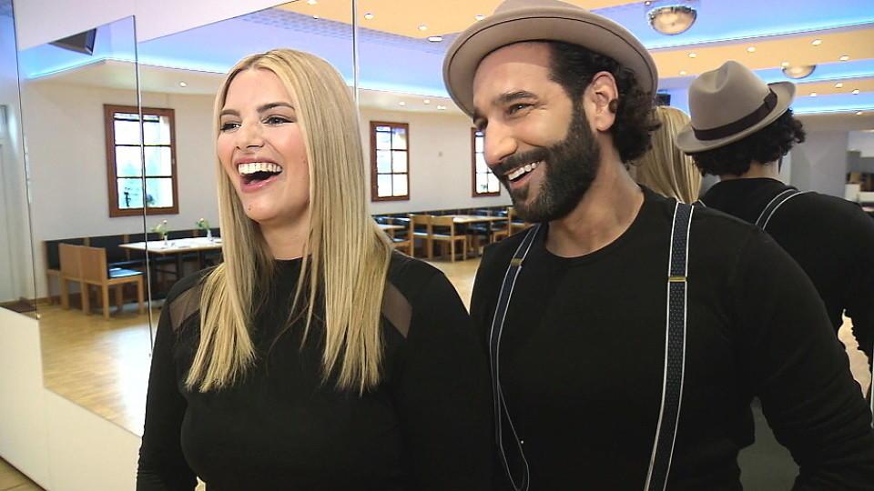 Massimo Sinató hat die Kurven von Tanzpartnerin Angelina Kirsch im Griff.