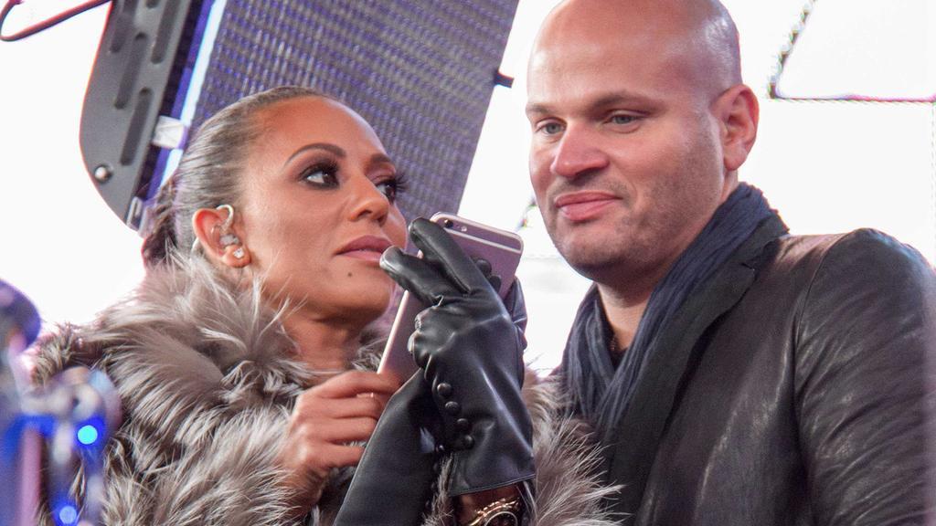 Mel B und ihr Ehemann Stephen Belafonte bei der Silvester Party am 31.12.2016 am Times Square in New York Dick Clark s New Year s Rockin Eve 17 with Ryan Seacrest in Times Square, 2016, 2017in New York PUBLICATIONxINxGERxSUIxAUTxONLYMel B and her Hus