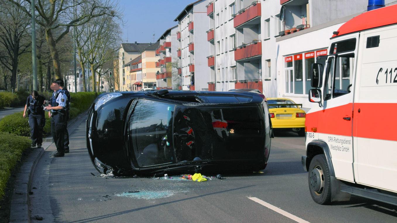 Kaiserslautern: Eine 23-Jährige erschrickt während der Fahrt vor einer Spinne und baut einen Unfall.