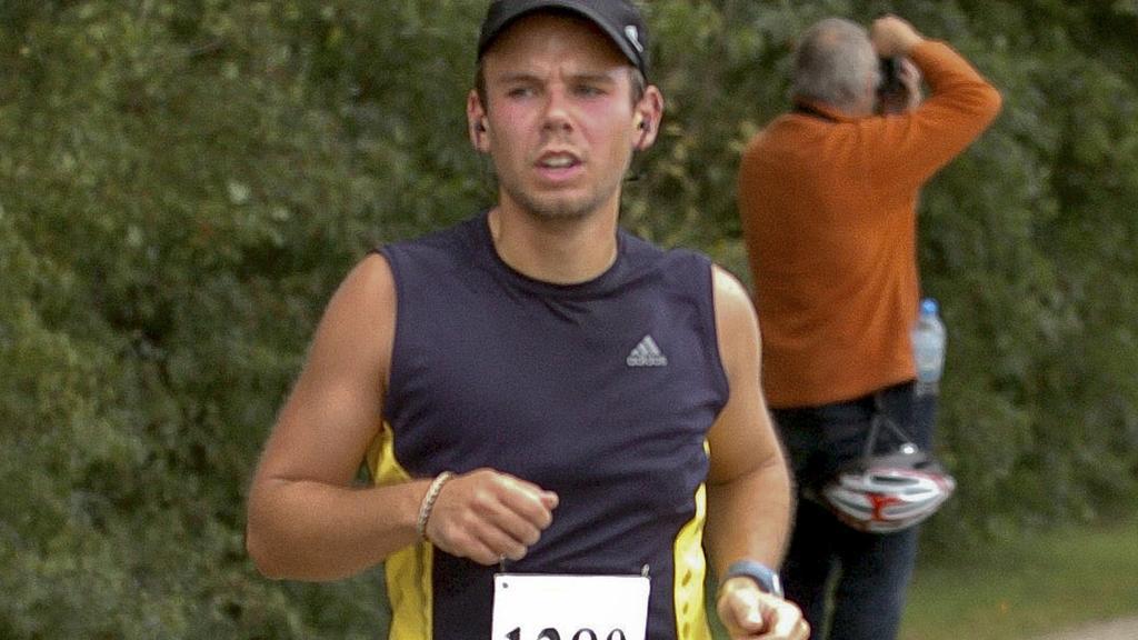 FILE PHOTO - Andreas Lubitz runs the Airportrace half marathon in Hamburg in this September 13, 2009 file photo.      REUTERS/Foto-Team-Mueller/File Photo