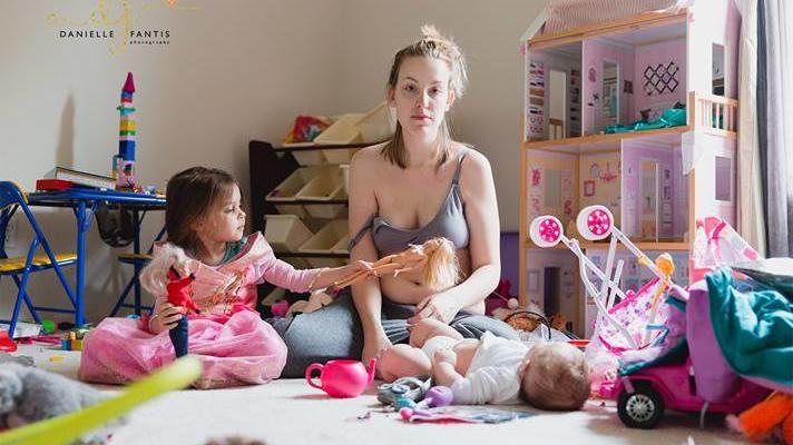 Mama Kathy möchte mit ihren Bildern auf postpartale Depression aufmerksam machen.