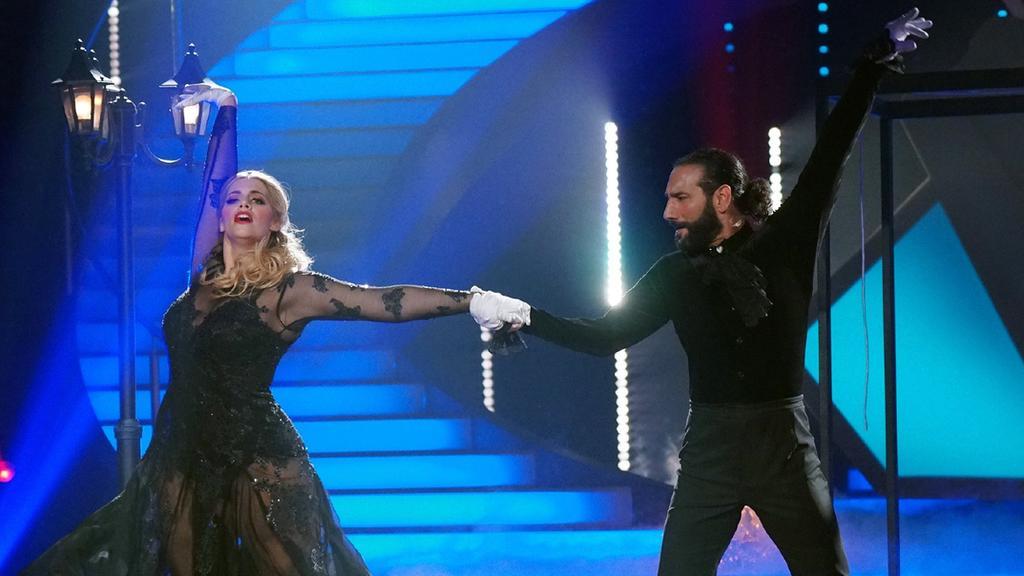 """Angelina Kirsch und Massimo Sinató verzaubern im Finale von """"Let's Dance"""" mit ihrem Freestyle."""