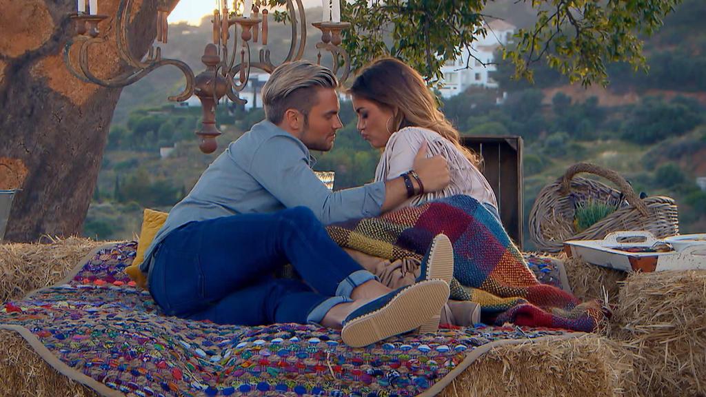Johannes bereut seine Kuss-Plauderei. Nimmt Jessica seine Entschuldigung an?