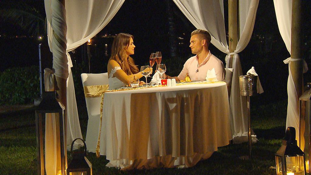 Jessica und Johannes verbringen ein paar romantische Stunden auf Mauritius.