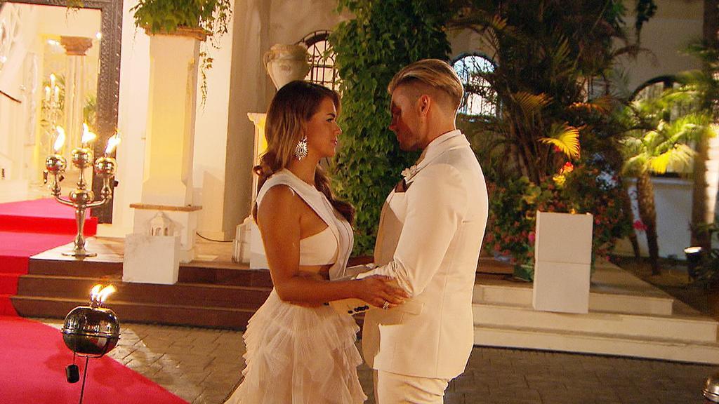 Jessica hat sich nicht für Johannes entschieden und muss ihm diese Entscheidung jetzt mitteilen.
