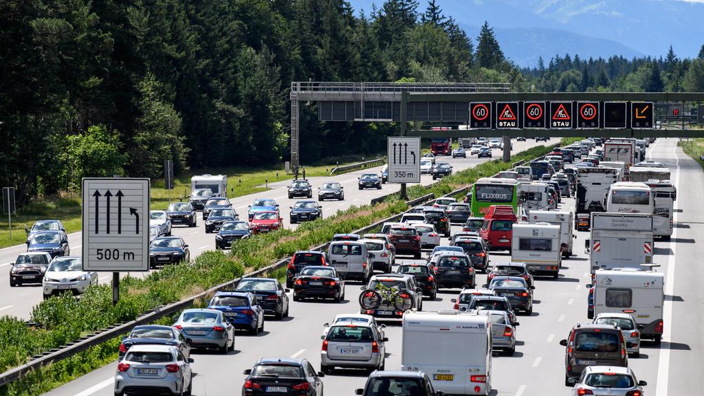 Der Verkehr auf den Autobahnen hat durch das vermehrte Arbeiten von Zuhause aus nachgelassen.