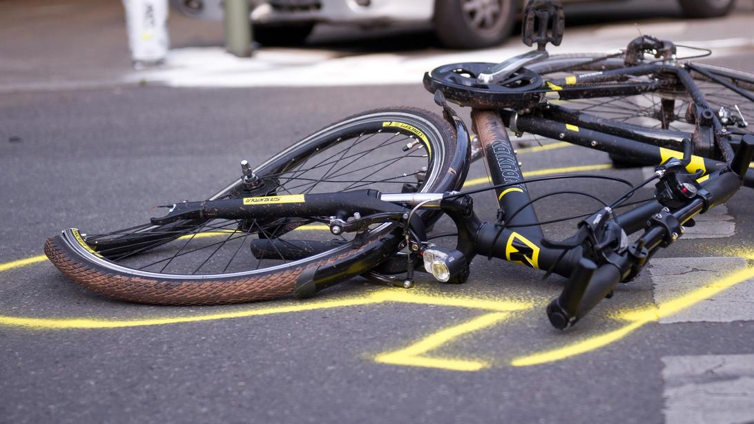 Bei einem Verkehrsunfall in Hamminkeln kamen am Freitagabend zwei Personen ums Leben (Symbolbild).
