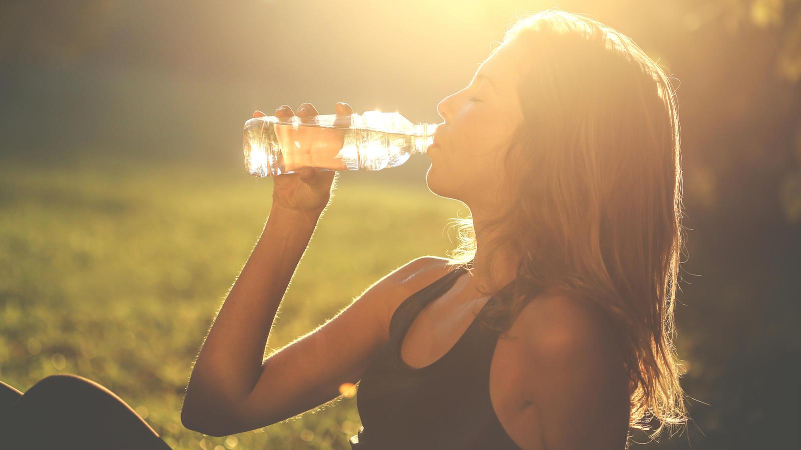 Die WHO hat jetzt untersucht, die gesundheitsgefährdend Mikroplastik im Trinkwasser ist.