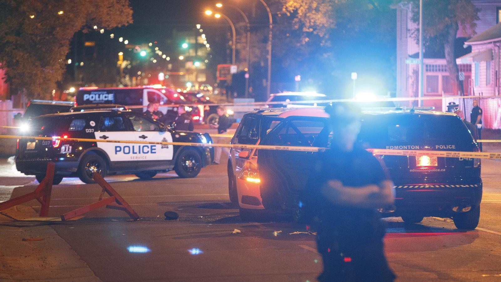 Der Angreifer raste mit seinem Auto in ein Polizeifahrzeug und stach mit einem Messer auf einen Beamten ein.
