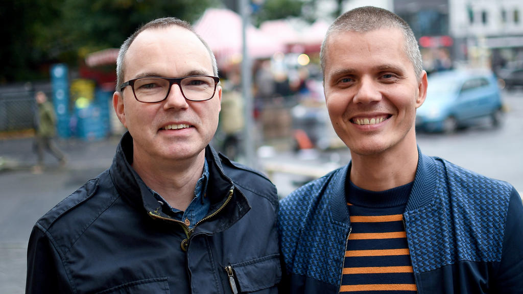 Schwules Ehepaar adoptiert Pflegekind