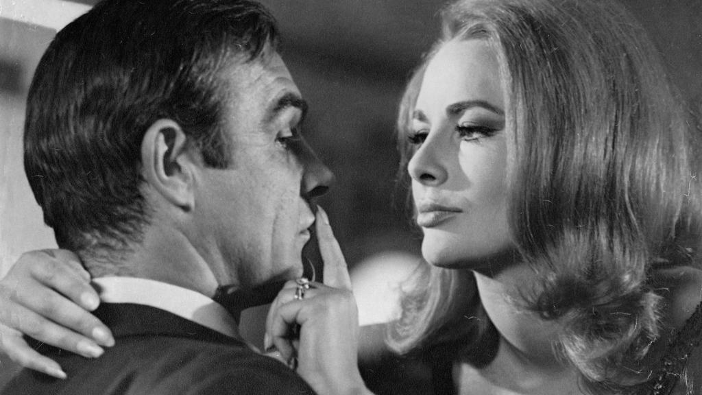 """Sean Connery und Karin Dor in """"James Bond 007 – Man lebt nur zweimal"""""""