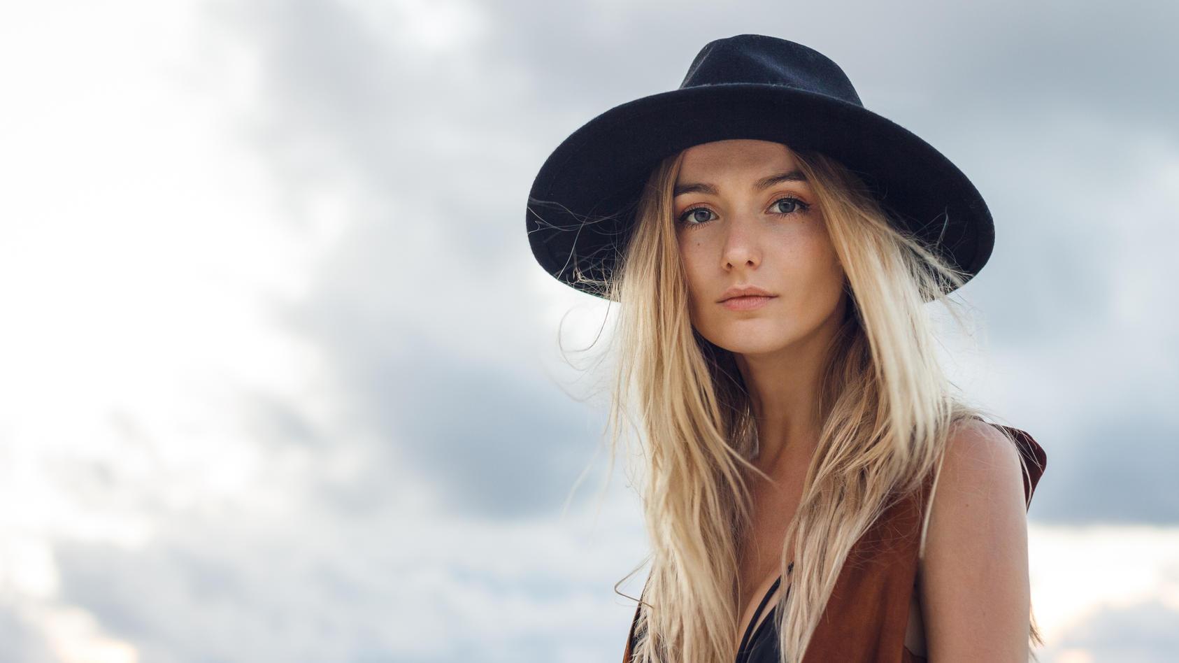 Ein Hut kann einen Bad Hair Day im Nu retten.